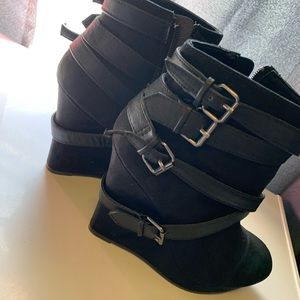 Strappy/buckle faux leather and faux suede wedges